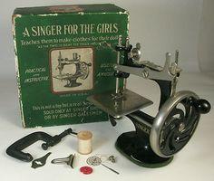 J Singer 7 Spoke Model 20 Child's Sewing Machine w Box Clamp Cast Iron Mini Toy | eBay