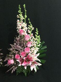 Top Flower Arrangements Collections 2027 - Pflanzen u. Arrangements Funéraires, Funeral Floral Arrangements, Large Flower Arrangements, Altar Flowers, Church Flowers, Funeral Flowers, Lotus Flowers, Flowers Garden, Small Flowers