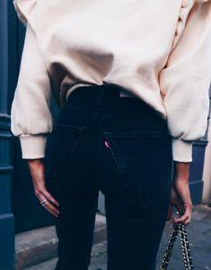 oversized sweatshirts + levis wedgie jeans