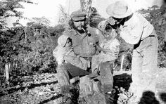 Guerrilla leader Ernesto 'Che' Guevara with two babies and a farmer in Bolivia, circa 1967 Fidel Castro, Bolivia, Short Conversation, Ernesto Che Guevara, Socialist State, Shadow Warrior, Z Photo, Guerrilla, Popular Culture