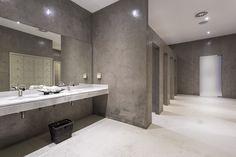 Los vestuarios de nuestro spa: calma, lujo y comodidad. The changing room and showers at our spa - calmness, luxury and comfort. #ama #islantilla #andalusia #andalucía #hotel #luxury #lujo #resort #spa #showers #changingroom