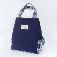 Large Capacity Canvas Insulated Cooler Lunch Tote Bag Woman Travel Picnic Handbag Storage Container is personalized, see other cheap lunch bags on NewChic. Lunch Tote Bag, Handbag Storage, Shops, New Chic, Goods And Service Tax, Storage Containers, Online Bags, St Kitts And Nevis, Latest Fashion Trends