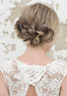 Long Wedding Hairstyles via Vanessa Barney hair / http://www.himisspuff.com/vanessa-barney-wedding-hairstyles/6/
