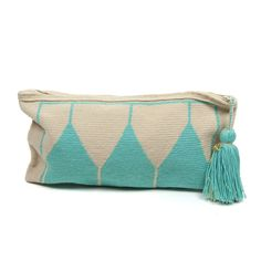Our NEW Clutch Wayuú is beautiful ! perfect for a night out ! Big enough to fit I Phone and wallet . Each of these bags is hand-woven by the tribe's woman artisans using age old traditions. Love Crochet, Knit Crochet, Wiggly Crochet, Crochet Pouch, Crochet Bags, Tapestry Crochet Patterns, Crochet Shell Stitch, Tapestry Bag, Boho Bags