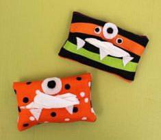 Boogies are no match for these cute monster tissue holders! They're supposed to be ugly, so if your stitches aren't flawless or your face shapes aren't perfect, it only adds to the charm! Halloween Sewing, Halloween Projects, Fall Sewing Projects, Sewing Ideas, Sewing Patterns, Boogie Monster, White Sharpie, Scrap Busters, Ugly Dolls
