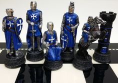 MEDIEVAL TIMES CRUSADES WARRIOR RED & BLUE CHESS MEN SET THE CRUSADE - NO BOARD