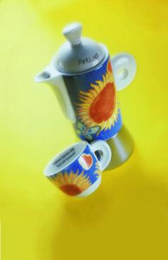 Decoro Girasole Innamorato; caffettiera e tazza da caffè in porcellana
