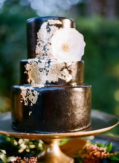 black and gold wedding cake - photo by Steven Leyva Photography http://ruffledblog.com/this-inspiration-shoot-is-dripping-with-old-hollywood-glam