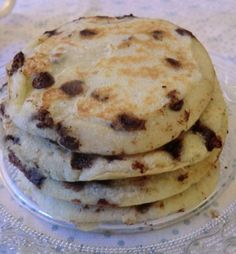 Pancakes à la farine de noix de coco, banane et pépites de chocolat sans gluten et sans lactose