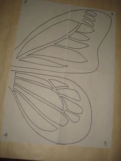 Instrucciones detalladas para hacer un disfraz de mariposa monarca con alas de cartulina y goma eva, con plantilla de las alas en pdf para descargar. Butterfly Quilt, Butterfly Template, Butterfly Party, Borboleta Diy, Monarch Butterfly Costume, Diy Crafts For Kids, Arts And Crafts, Diy Bags Purses, Paper Crafts Origami