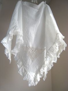 yummy I have 2 vintage linen tablecloths I can make one of these