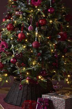 How To Make Mini Christmas Tree Decorations – Mini Twig Christmas Tree Mini Christmas Tree Decorations, Twig Christmas Tree, Noel Christmas, Rustic Christmas, Christmas Themes, Christmas 2019, White Christmas, Christmas Stairs, Twig Tree