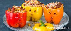 Met Halloween snel iets leuks op tafel zetten? Wat dacht je van deze gruwelijk lekkere gevulde paprika's!