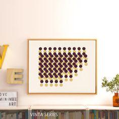 Warme Erdtöne für den Herbst: Alte Apotheker-Flasche, Light Box mini, Vintage-Buchstaben von freundts und Leinwanddruck von VINTA SERIES. Mehr auf roomido.com #roomido