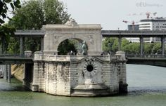 In this photo of the Pont de Bir-Hakeim bridge you can find the central archway which is found at the tip of an island on the River Seine, also showing the two levels of transport, the upper level being used for the Metro system.  See more Paris Photos at www.eutouring.com/images_pont_de_bir-hakeim.html