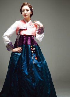 love these colors Korean Traditional Dress, Traditional Fashion, Traditional Dresses, Vietnam Costume, Korea Dress, Modern Hanbok, Oriental Dress, Dress Attire, Ao Dai