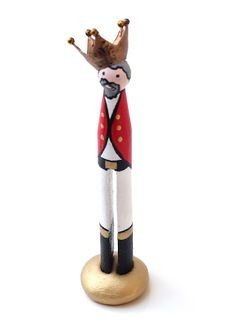 Peg Dolls!......so much fun to make!!!  Here's his 'Royal Highness'