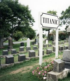 Section Of Cemetery Where TITANIC Casualties Are Burried Titanic victims were picked up by Canadian ships; the majority of the 328 bodies are buried in Fairview Cemetary, Halifax, Nova Scotia, Canada Cemetery Headstones, Old Cemeteries, Cemetery Art, Graveyards, Titanic History, Rms Titanic, Titanic Boat, Titanic Museum, Belfast