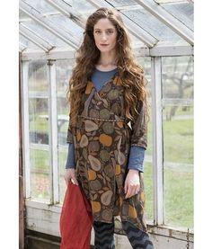 """Wickelkleid """"Harvest"""" aus Viskose: Dieses Wickelkleid mit unserem Muster """"Harvest"""" ist herrlich bequem. Modell mit V-Ausschnitt, 3/4-Ärmeln, großzügiger Tasche und dekorativem Bindeband in der Taille."""