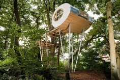 Modern Tree House Offers a Cozy Minimalist Escape in the Woods - My Modern Met