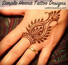 These are some of the simple Henna tattoo designs you must try. Before getting anything related to Henna done any where your body make sure you are not Henna Motive, Tattoos Motive, Henna Mandala, Script Tattoos, Tattoo Symbols, Tattoo Fonts, Mandala Tattoo, Simple Henna Tattoo, Simple Foot Henna