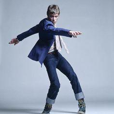 Is David Bowie the most photographed smoking celebrity? 1 Smoking Bowie per day. David Bowie Smoking, David Bowie Ziggy, Charlotte Rampling, Helena Bonham Carter, Liv Tyler, Rose Tyler, Jane Birkin, Mick Jagger, David Jones
