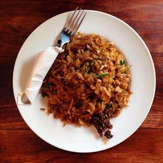 Delicious Veggie Kottu - one of the best national dish of Sri Lanka and our favourite here. Made of shredded roti and vegetables (egg&meat optional) plus chili paste on the side. National Dish, The Dish, Street Food, Risotto, Chili, Vegetarian Recipes, Paleo, Food And Drink, Health Fitness
