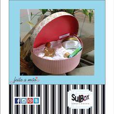 Olha o lindo Kit montado com uma linda caixa feita a mão da Sul Box Embalagens.  Teve aniversariante feliz da vida no final de semana que passou. Parabéns!  #aniversário #frio #presente #caixas #embalagem #lembranças #festa #evento #casamento #papelariafina #cartonagem #cartonaria #home #house #style #luxury #homedecor #concept #caixasrígidas #caixaspersonalizadas #sulbox #sulboxembalgens #feitoamão #organizadores #organizador