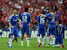 Chelsea's British midfielder and captain Frank Lampard (L) and team mates react during the penalty session of the UEFA Champions League final football match between FC Bayern Muenchen and Chelsea FC on May 19, 2012