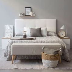 Here are 8 ways to maximize the space in a small bedroom. Home Decor Bedroom, Bedroom Furniture, Home Interior, Interior Design, Minimalist Bedroom, House Rooms, Room Inspiration, King Comforter, Comforter Sets