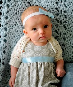Baby shrug: Free pattern and photo step-by-step tutorial to crochet this sweet vintage-style shell shrug!