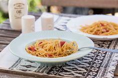 Spaghetti aglio olio e peperoncino: Zé-féle fokhagymás-chilis pasta Aglio Olio, Spaghetti, Ethnic Recipes, Chilis, Food, Chili, Essen, Chile, Meals