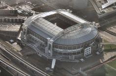 Ajax wil voor 2025 een nieuw trainingscomplex neerzetten vlak naast de Amsterdam ArenA. Het voornemen valt samen met gemeentelijke plannen voor woningbouw. Bij de transactie wordt Ajax waarschijnlijk eigenaar van de Amsterdam ArenA.