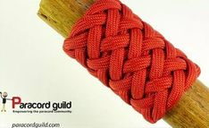 Paracordist how to tie a Turks Head knot easily using a jig and paracord for a hiking staff handle Paracord Knife Handle, Paracord Keychain, Paracord Bracelets, Lanyard Knot, 550 Paracord, Paracord Weaves, Paracord Braids, Rope Knots, Macrame Knots