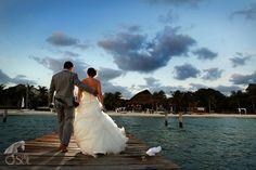 Wedding Zama Beach Isla Mujeres.   Mexico wedding photographers Del Sol Photography