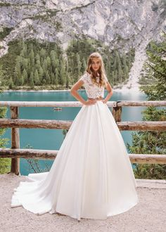 Dune wedding dress from collection Wind Rose 2019 by Armonia Wedding Dresses 2018, Bride Dresses, Wind Rose, Dress Collection, Ball Gowns, Model, Dune, Fashion, Atelier