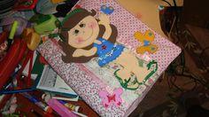 Fronha de caderno em tecido almofadado e decoração em EVA