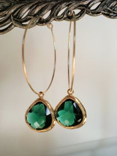 Emerald Green Glass Gold Hoop Earrings - purty!
