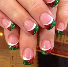 Are you looking for some cute nails desgin for this christmas but you are not sure what type of Christmas nail art to put on your nails, or how you can paint them on? These easy Christmas nail art designs will make you stand out this season. Christmas Nail Art Designs, Holiday Nail Art, Winter Nail Art, Winter Nails, Christmas Design, Fancy Nails, Cute Nails, Pretty Nails, Diy Nails