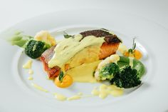 Salmon with broccoli, cauliflower and saffron sauce