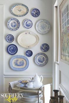 In the dining room of the Harris family's home, featured in our Southern Style special issue, Leslie chose to put her grand collection of classic blue-and-white porcelain on display. On a buying tour Dining Room Blue, Country Dining Rooms, Dining Room Design, Classic Dining Room, Plate Wall Decor, Plates On Wall, Bedroom Designs For Couples, White Plates, Southern Homes