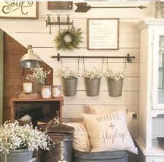 Beautiful spring farmhouse decor ideas 26