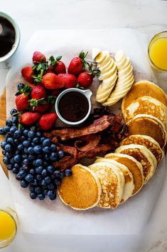 food platters There is no easier way to entertain than with this simple but super impressive pancake breakfast board. Add all your favorites for a casual feast! Tasty Pancakes, Breakfast Pancakes, Breakfast Fruit, Breakfast Potatoes, Breakfast Burritos, Breakfast Casserole, Comida Disney World, Brunch Recipes, Breakfast Recipes