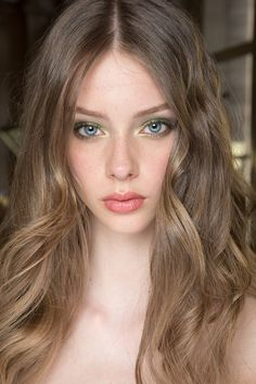 Lauren de Graaf Atelier Versace Fall 2015 Couture Fashion Show Beauty Brown Blonde Hair, Dark Blonde, Show Beauty, Natural Hair Styles, Long Hair Styles, Beautiful Eyes, Gorgeous Hair, Makeup Looks, Hair Makeup