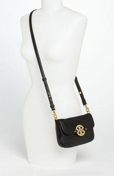 LOVE LOVE LOVE. Tory Burch 'Amanda' crossbody bag.