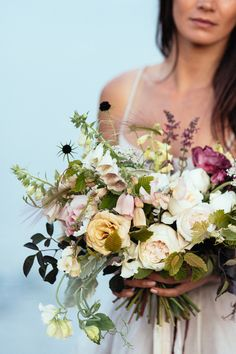 Breath-taking images and florals in this wedding shoot on the Cornish coast, with a beautiful bridal bouquet and table centre by Susanne Hatwood of The Blue Carrot.