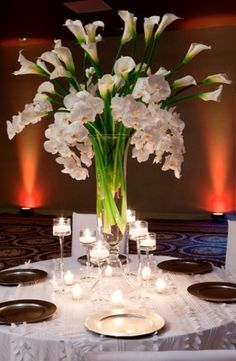 Floral Centerpieces � I love the lillies