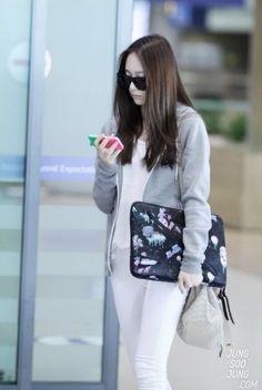 f(x) - Krystal 크리스탈 Jung SooJung 정수정 airport fashion Snsd Fashion, Korea Fashion, Fashion Line, Harajuku Fashion, Asian Fashion, Fasion, Girl Fashion, Fashion Outfits, Krystal Fx