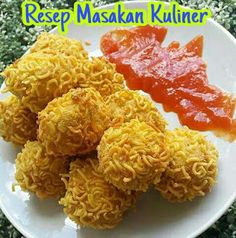 Resep tahu rambutan isi sosis Snack Recipes, Cooking Recipes, Healthy Recipes, Asian Desserts, Asian Recipes, Food N, Food And Drink, Tahu Isi, Mie Goreng