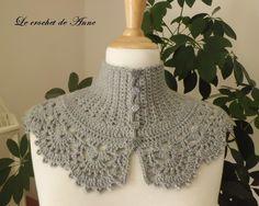 VENDU ! Tour de cou gris clair , de style Victorien ! : Echarpe, foulard, cravate par le-crochet-de-anne